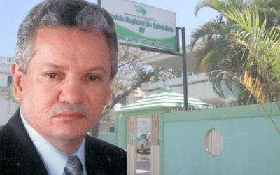 Director Regional de Salud Felicita Secretarias en su Día.