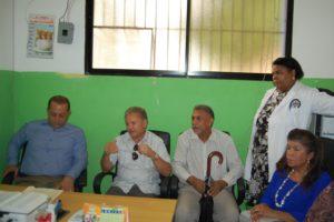 Dr. Virgilio Cedano y gobernador de SPM visitan centro de salud Luis N Beras de Quisqueya.