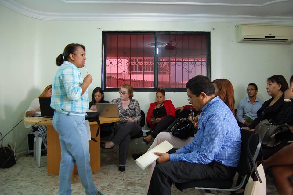 Realizan reunión con personal del Servicio Regional de Salud Este y técnicos que trabajan en la prevención de Tuberculosis.