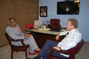 Dr. Virgilio Cedano recibe visita de diputada Juana Vicente donde tratan temas sobre los hospitales de la provincia.