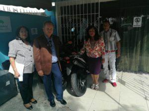 Director Regional de Salud Este entrega motocicletas a gerencias de Áreas.