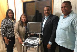 Dra. Derca Reyes entrega equipos a hospital Leopoldo Martínez de Hato Mayor