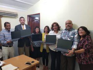 Regional de Salud Este entrega laptops para fortalecer primer Nivel de Atención