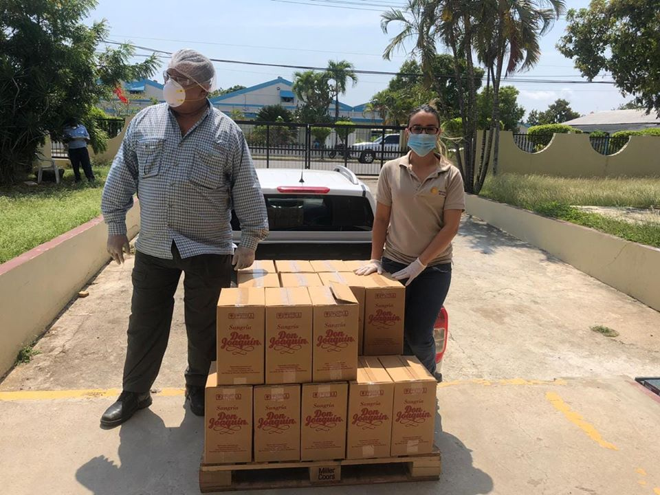 Servicio Regional de Salud Este recibe donación de alcohol por parte de empresa Yazzo