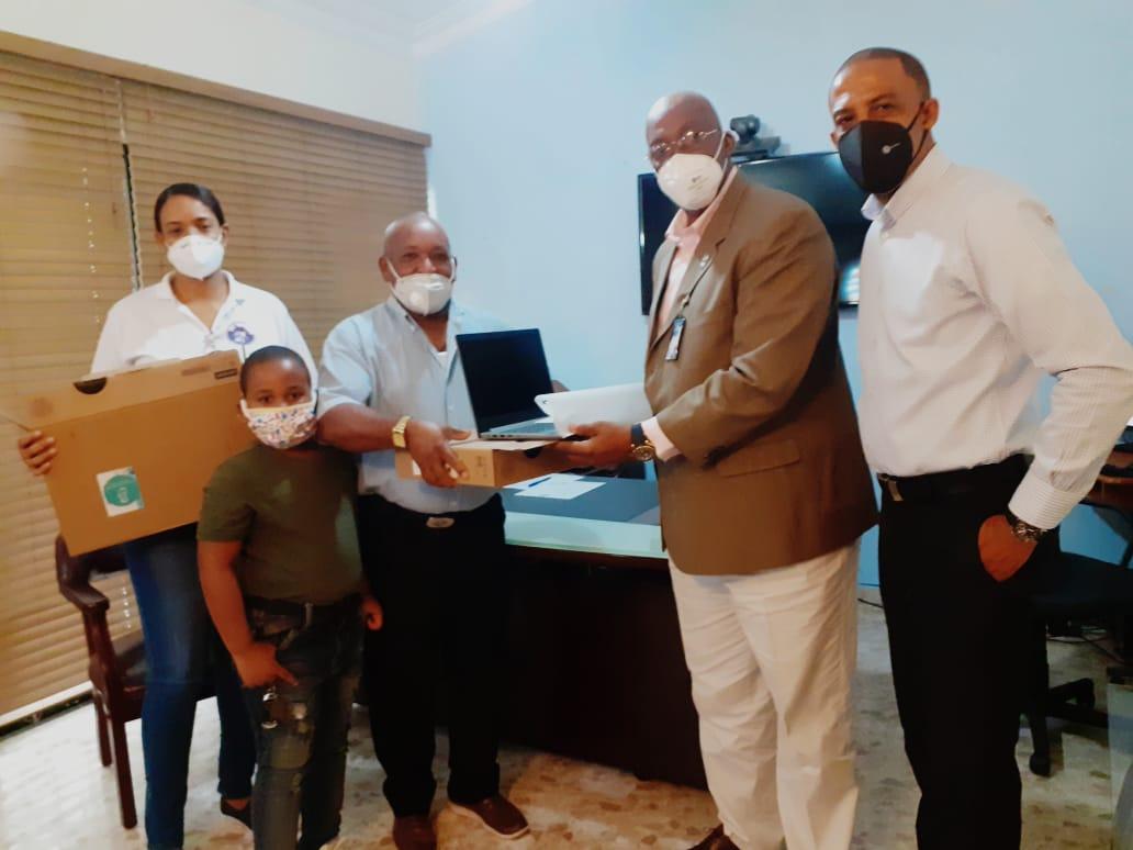 Fundación Mothers and Infants realiza donación de laptops para CPN de Verón en La Altagracia