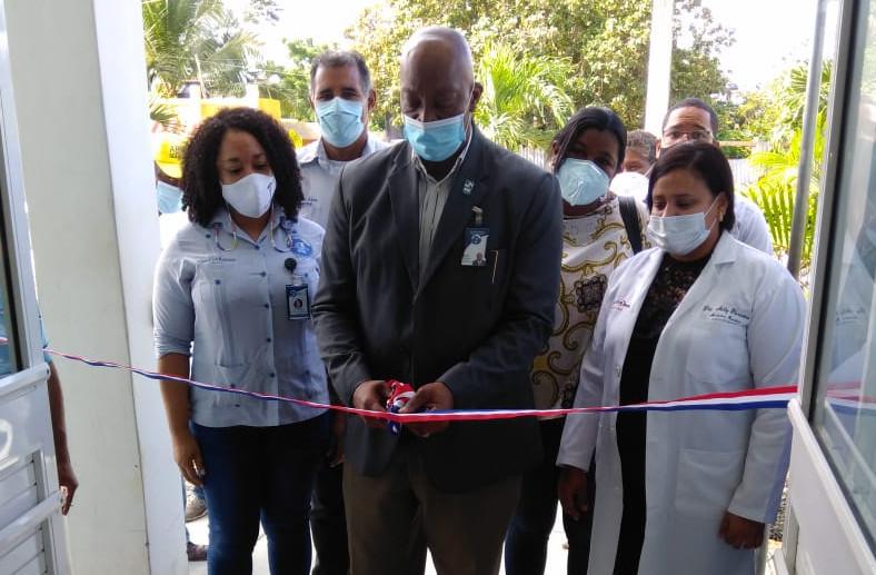 Dr. Pedro Claxton encabeza apertura de servicios en CPN Pica Piedras en La Romana