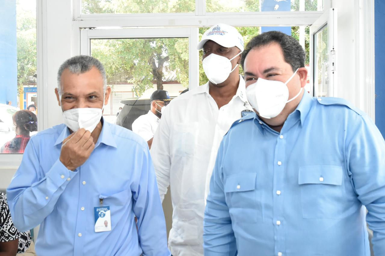 Director Ejecutivo del Servicio Nacional de Salud visita hospitales de la Región Este, en el Operativo Semana Santa 2021.