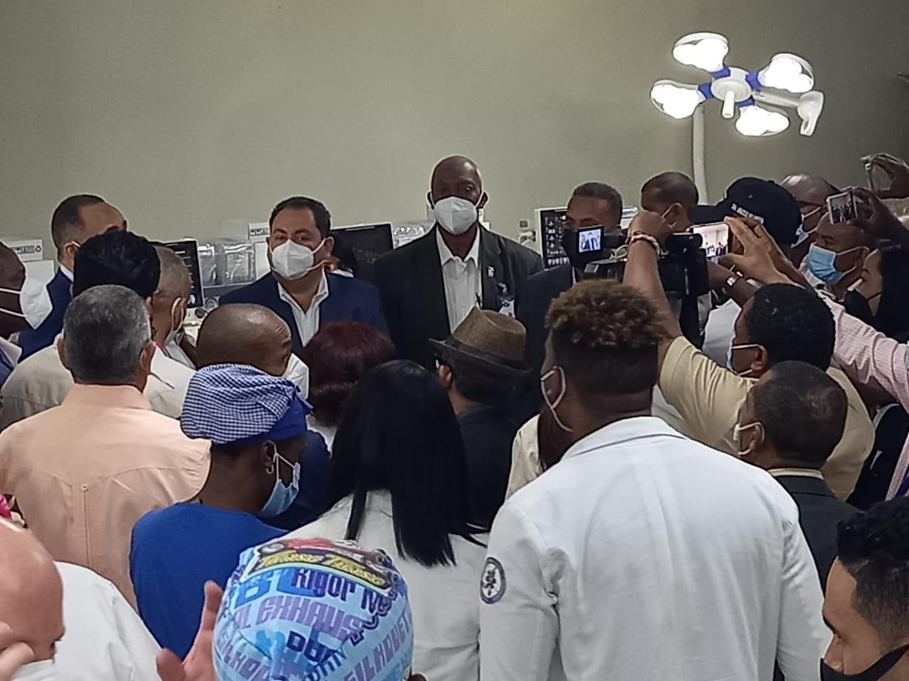 SNS entrega equipos por más de RD$ 8 millones al hospital Antonio Musa de SPM