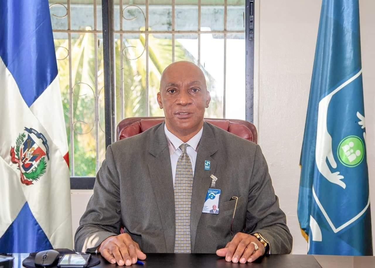 Director Regional de Salud Este, Doctor Pedro Claxton Felicita a las Secretarias en su día.